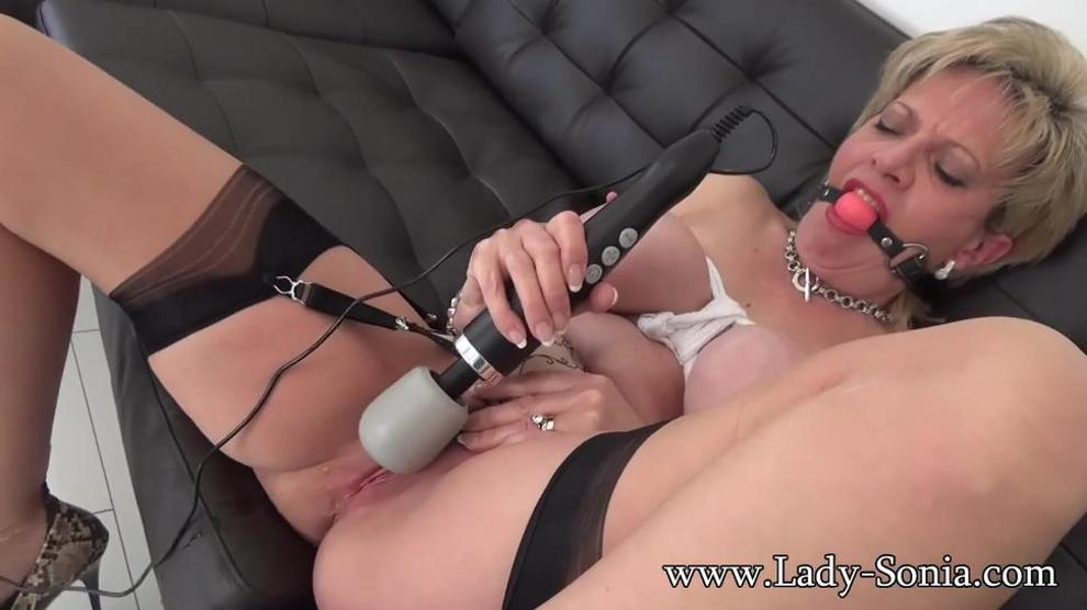Hot Mother On Couch (Lady Sonia)