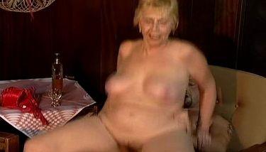 Oma 70 porno